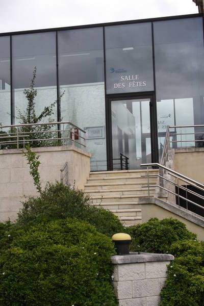 Salle des f tes annuaire ville de bassens for Piscine de bassens